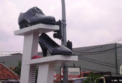 Wisata Belanja Sepatu Cibaduyut Bandung