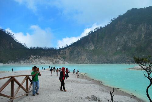 Kawah-Putih-Ciwidey-Bandung