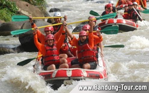 Paket Wisata Family Gathering dan Outbound Rafting