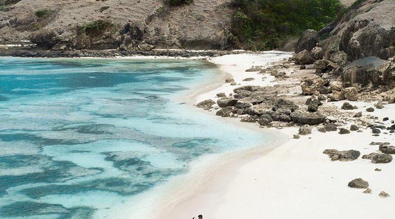 Paket Tour Lombok 4 Hari 3 Malam Pantai Tanjung Aan
